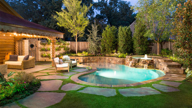 15 amazing backyard pool ideas home design lover for Pool and backyard design