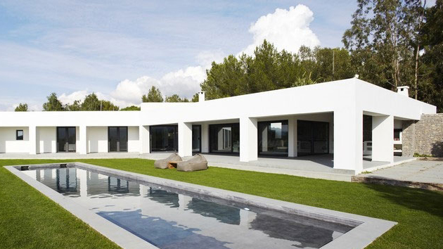 Modern minimalist villa by the sea in ibiza spain home for Modern minimalist villa