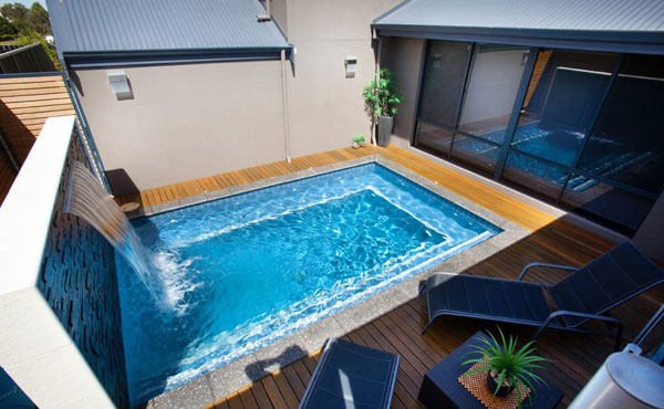 15 great small swimming pools ideas home design lover for Italian pool design 7