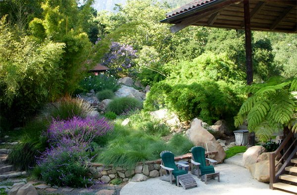 15 hill landscape design ideas home design lover for Home landscape design landscaping plants