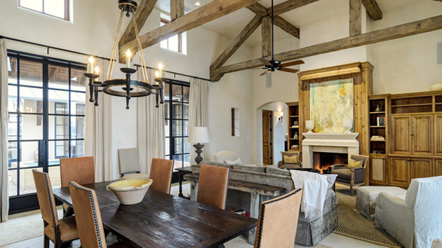 15 dining rooms with exposed beams home design lover for House plans with exposed beams