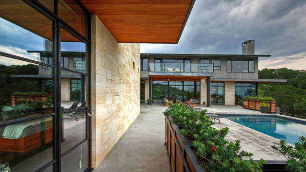 The Captivating Views Of The Hill Country Residence In