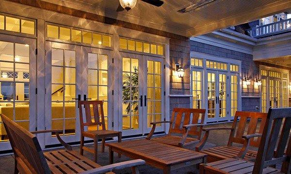 Pintu prancis covered patio (sumber: homedesignlover.com)