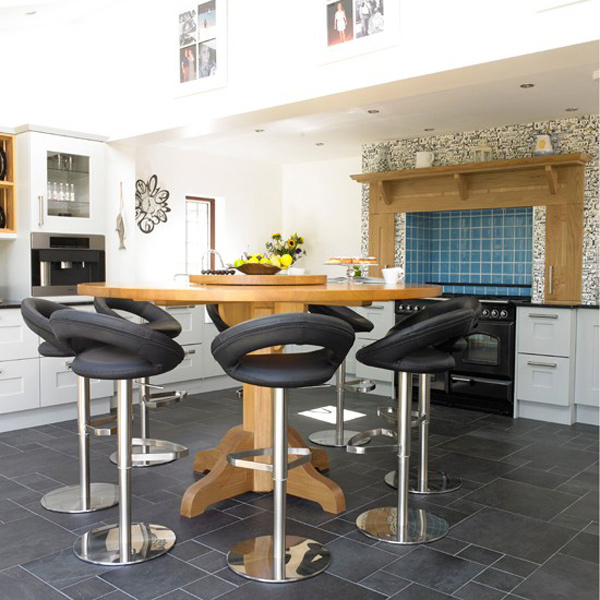 circular bespoke oak table