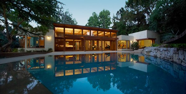 15 lovely swimming pool house designs home design lover for Pool design los angeles