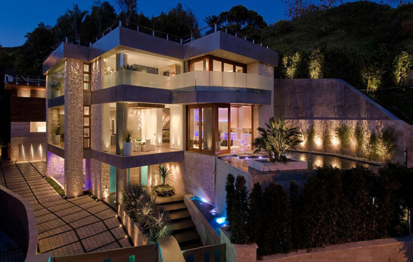 A luminous and luxurious bachelor pad in la california for Glass houses for sale in california