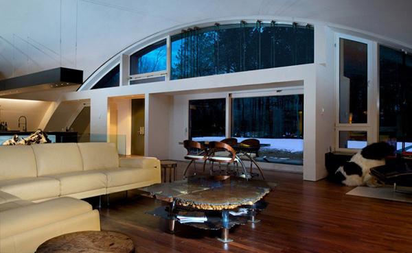 An industrial modern arc house in east hampton new york - Green living room ideas in east hampton new york ...