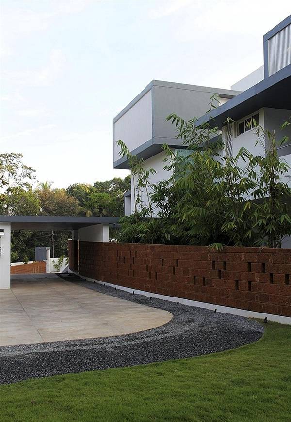 Intimidating Running Wall Residence in India | Home Design r on fence design ideas, zen style house, wall and gate design for house,