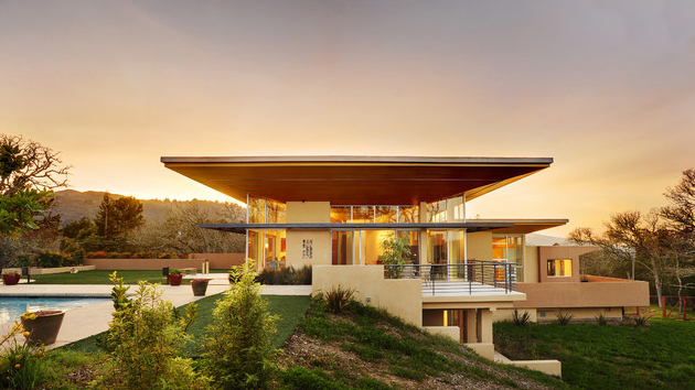 15 modern contemporary homes on a hill home design lover for Modern hill house designs
