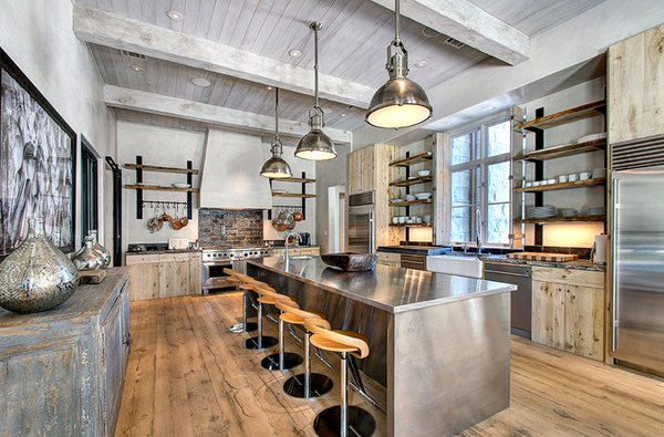vaulted ceiling - Industrial Kitchen