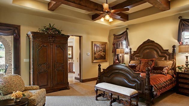 15 extravagantly beautiful tuscan style bedrooms home for Old world style beds