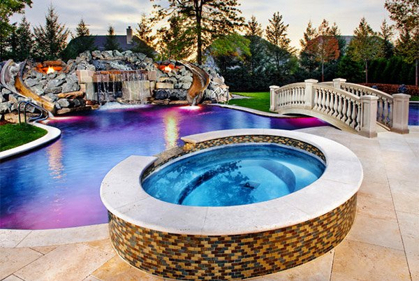 15 circular and curvy hot tubs home design lover for Swimming pool and jacuzzi near me