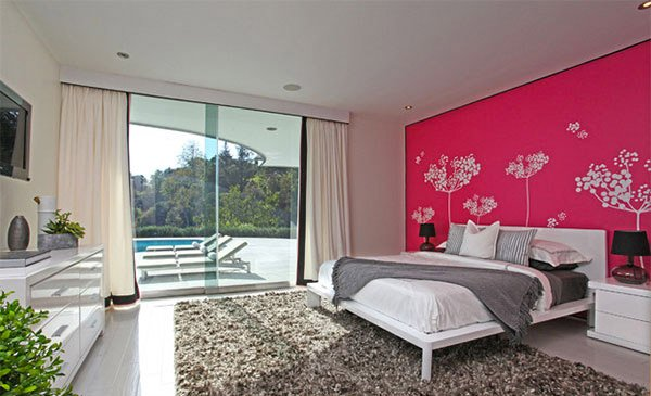 Chalon Pink Bedroom Idea