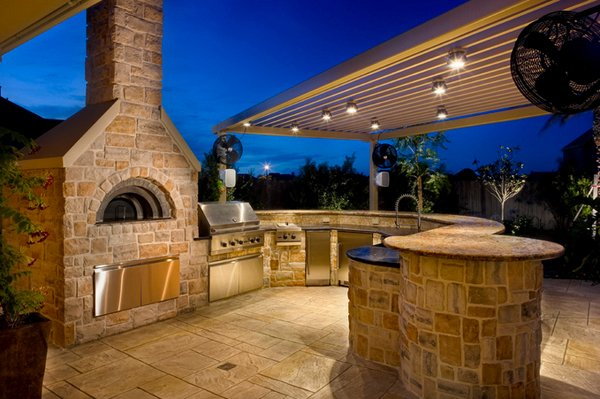 Traditional Outdoor Kitchens