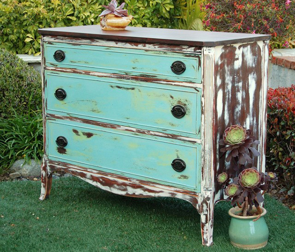 get a shabby chic feel with 15 distressed wooden dressers. Black Bedroom Furniture Sets. Home Design Ideas