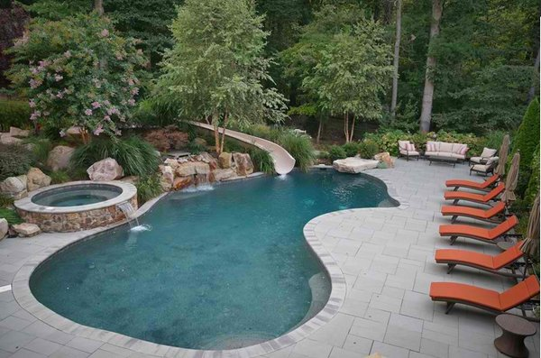 15 gorgeous swimming pool slides home design lover for Good swimming pools