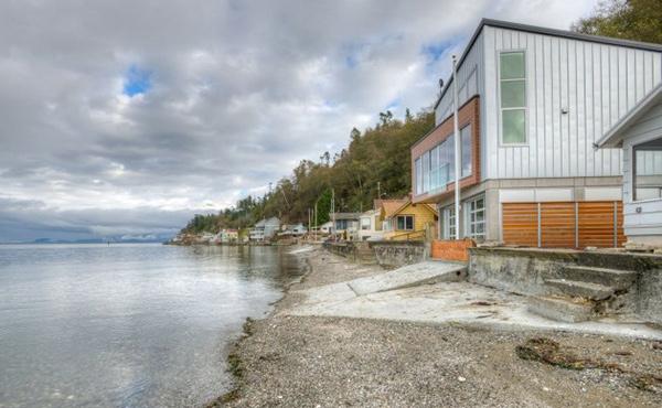 Tsunami House shore