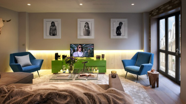 Luxurious mews house interior renovation in london for Design for the home