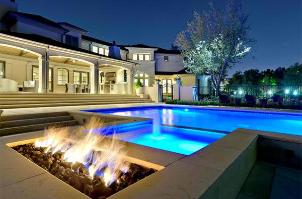 15 Dramatic Modern Pool Areas With Fire Pits Home Design Lover