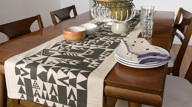 15 table runner designs for your dining table home for What to put on dining room table for decoration