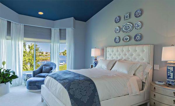 Cove Condo blue room