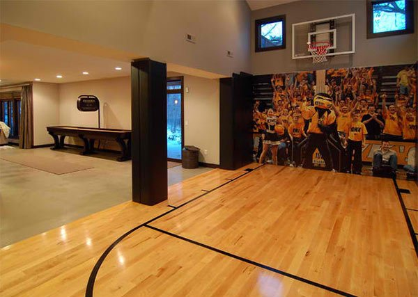 15 ideas for indoor home basketball courts home design lover for Home basketball court size