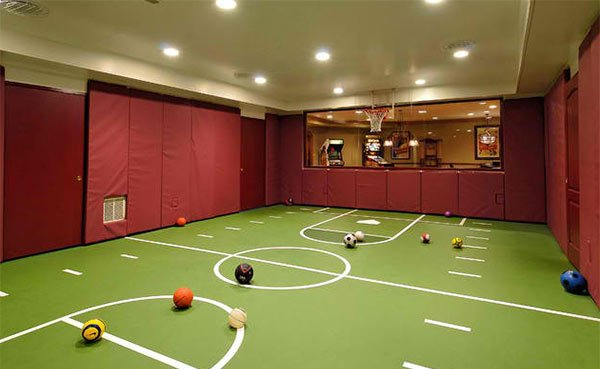 15 ideas for indoor home basketball courts home design lover for Indoor sport court dimensions