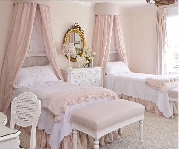 15 exquisite french bedroom designs home design lover for Bed styles images