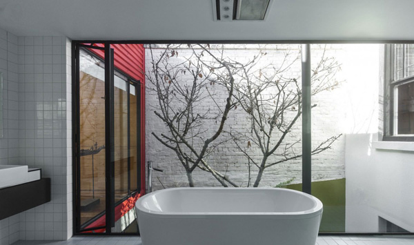 bathtub glass wall