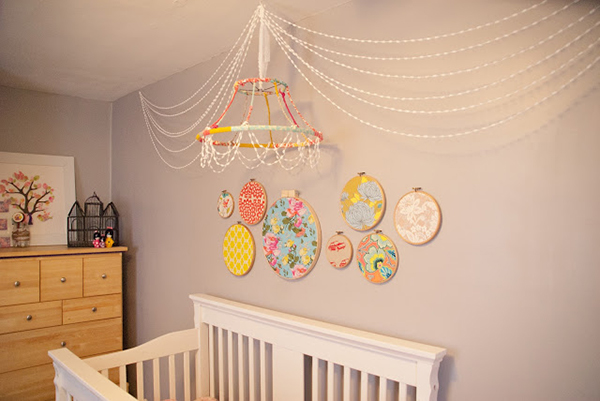 DIY chandelier {pom-poms + hoops)