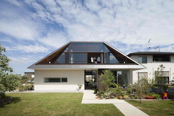 75 Beautiful Contemporary Exterior Home With A Hip Roof Pictures Ideas September 2020 Houzz