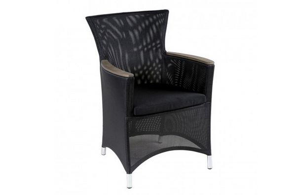 20 Glamorous Examples of Black Living Room Chairs | Home Design Lover