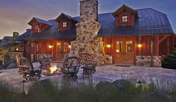Create the right backyard fire pit ambiance