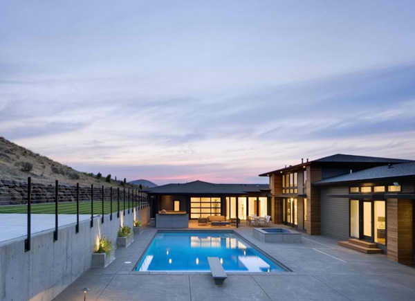 Badger Mountain House Simple Rectangle Pool