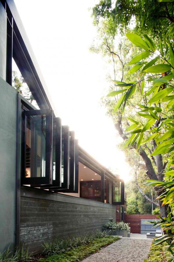 California residence hosuing