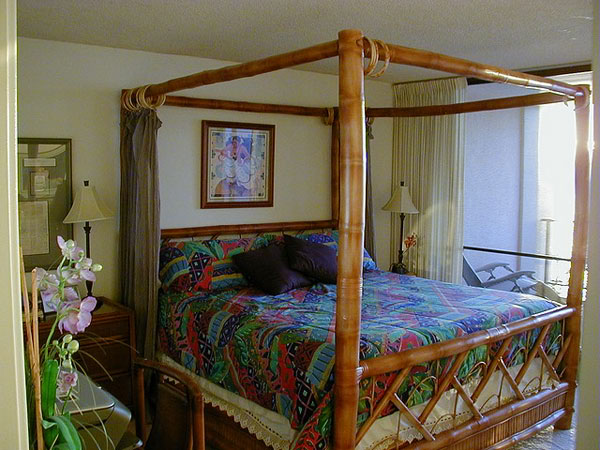 20 fascinating bamboo canopy beds and daybeds home for Tropical canopy bed