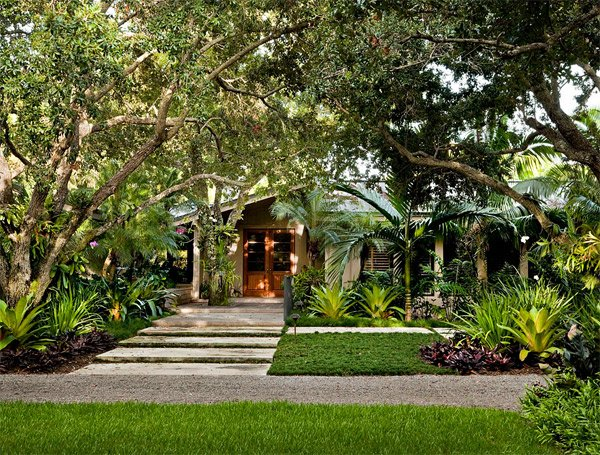 Tropical Landscape Designs that Brings Coolness to your ... on Tropical Backyard Landscaping  id=57525