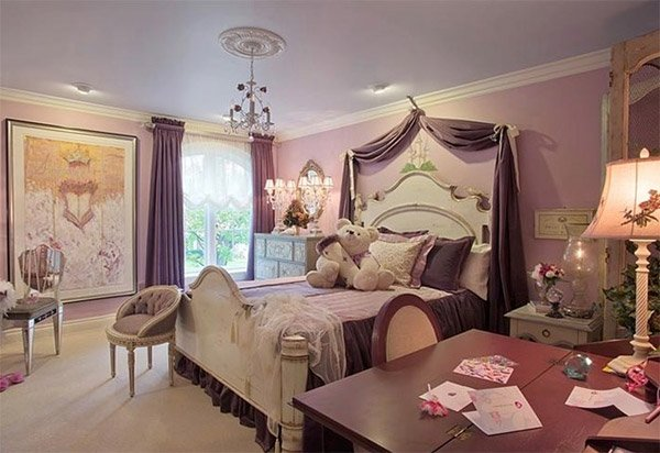20 princess themed bedrooms every girl dreams of home for Princess themed bed