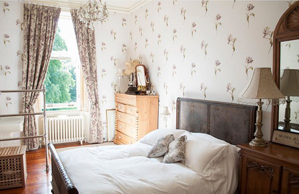 Fresh and Light Floral Background Bedroom