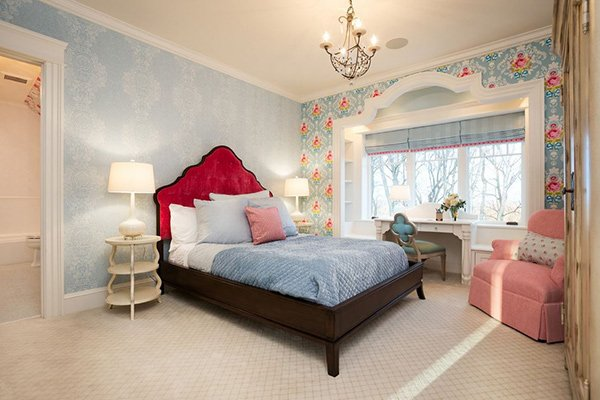 20 Captivating Bedrooms With Floral Wallpaper Designs