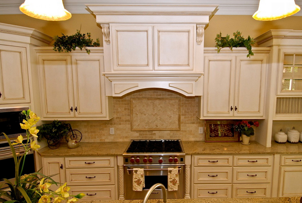 20 amazing antique kitchen cabinets home design lover for Antique white kitchen cabinets