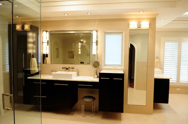 Laura Bathroom