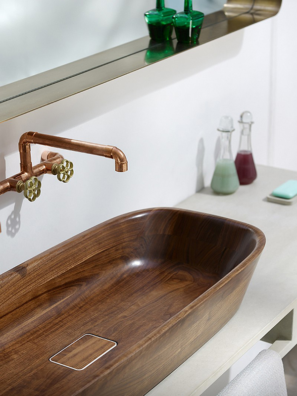 The Shell Bathtub and Washbasin