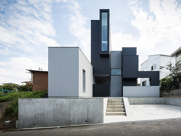 Distinctive Geometric Forms of the Scape House in the Shiga, Japan