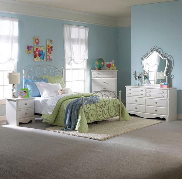 Spring Rose bedroom
