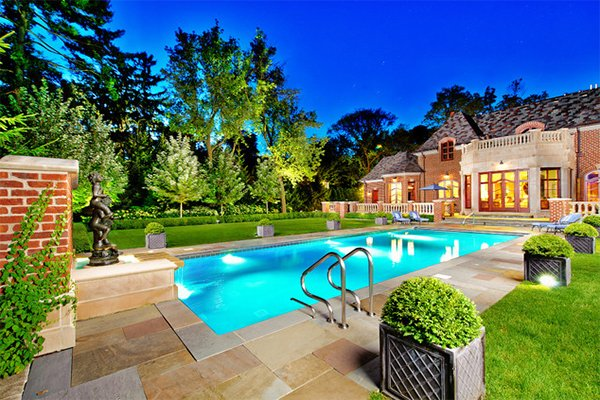 20 breathtaking ideas for a swimming pool garden home for Progetti di pool house con cucina esterna
