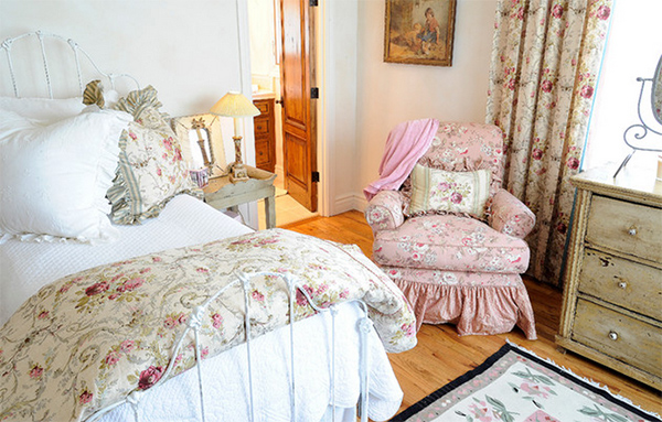 floral prints bedroom