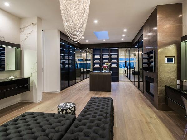 wide closet design