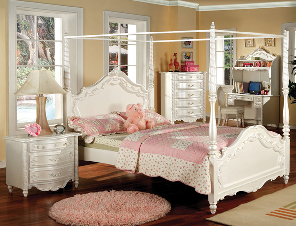 female canopy bed