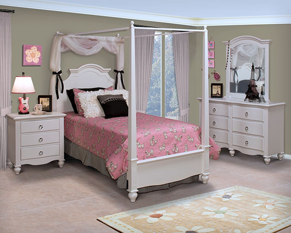 Classic Victoria Poster Beds
